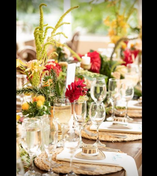 Vajilla y arreglo de mesa